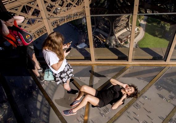 Ha azonban az embernek nincsenek gondjai a magassággal, páratlan élményben lehet része az első emeleten.