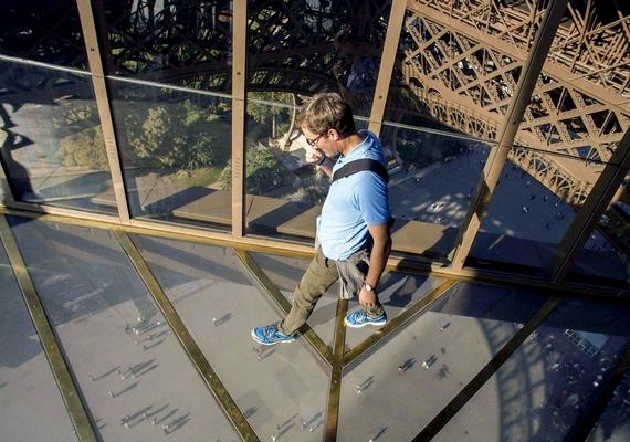 2014 októberében készült el a teljesen átlátszó üvegpadló, amely az első emeleti kilátót hivatott népszerűsíteni.