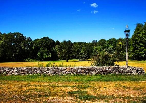 A New York városától kétórányira fekvő falu szolgált hátteréül a Cuba Gooding Jr. főszereplésével készült Freedom című mozinak, és itt vették fel annak idején Billy Joel River of Dreams című videoklipjét is, ám ezeket leszámítva a majdnem 260 ezer négyzetméteres terület elhagyatottan áll Schmitt 1998-as halála óta.