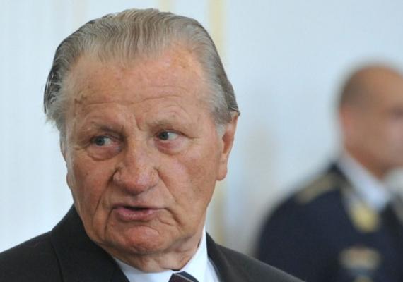 A volt honvédelmi miniszter, Für Lajos 2013. október 22-én hunyt el, 82 éves korában.