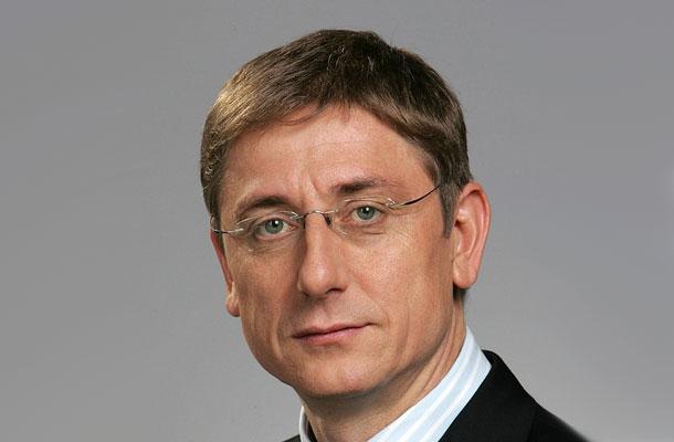 Gyurcsány Ferenc egykori miniszterelnököt tanúként hallgatták meg a sukorói telekcsere-szerződés miatt indított büntetőperben. Sokak szerint nem csak tanúként kellene részt vennie a tárgyaláson.