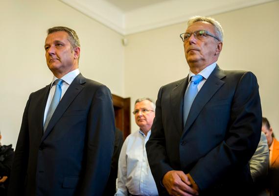 Újbuda volt szocialista polgármestere, Molnár Gyula és a volt SZDSZ-es alpolgármester, Lakos Imre az ellenük hivatali visszaélés miatt indult büntetőper másodfokú tárgyalásán 2013. október 30-án. Molnár Csaba nyolc hónap letöltendő börtönbüntetést, Lakos Imre hat hónap felfüggesztett szabadságvesztést kapott.