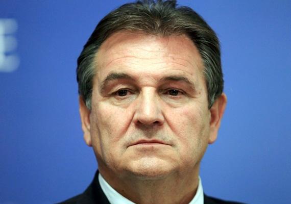 A magyar utakon két ember haláláért felelős volt horvát miniszterelnök-helyettes és gazdasági miniszter, Radimir Cacic 2013. június 17-én vonult be letölteni büntetését. A politikus egy év és tíz hónap letöltendő büntetést kapott.