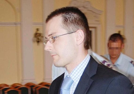 Zuschlag János hat évet töltött börtönben bűnszervezet tagjaként, különösen nagy kárt okozó, folytatólagosan elkövetett csalás bűntett és más bűncselekmények elkövetése miatt.