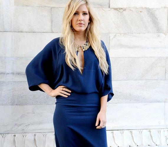 Így néz ki az énekesnő zárt ruhában: még így is jól látható, hogy kisportolt a teste.