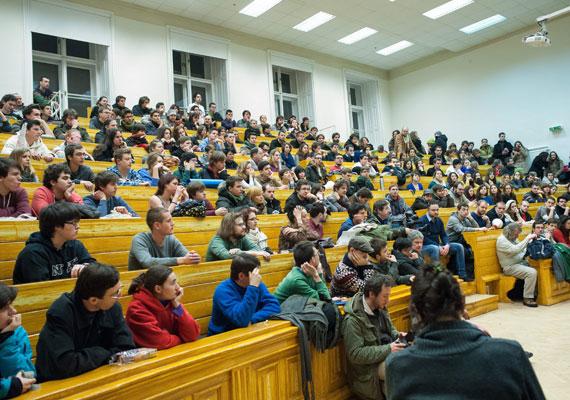 A Hallgatói Hálózat az első kétharmados parlamenti többséggel vette fel a harcot, és a kormány felsőoktatási törvényei ellen tiltakoztak a fiatalok. A legtöbbször nem voltak túl sokan, de így is felhívták magukra a figyelmet azzal, hogy rendre lassították a fővárosi forgalmat. A HaHa 2013-ban a Magyarországon eddig ismeretlen egyetemfoglalás fogalmát is megismertette a közvéleménnyel, miután beköltöztek az ELTE egyik épületébe, ahol fórumot tartottak.