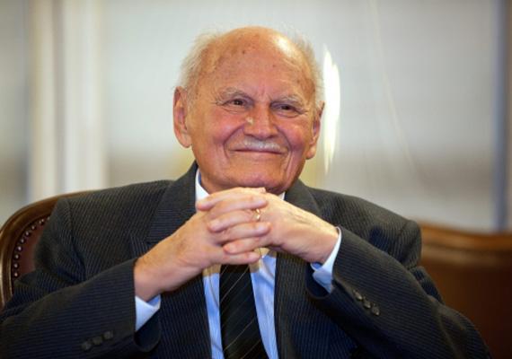 Göncz Árpád tíz éven keresztül volt köztársasági elnök, 1990-től 2000-ig, így a hivatalban 3654 napot töltött. Az összeget 2000 óta kapja.