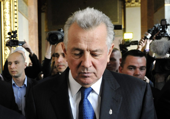 A 2010 és 2012 között köztársasági elnöki posztot betöltő Schmitt Pál összesen 606 napot volt hivatalban, és 2012 májusa óta jár neki az elnöki nyugdíj. Az elnök 2012 áprilisában mondott le a plágiumbotrány után.