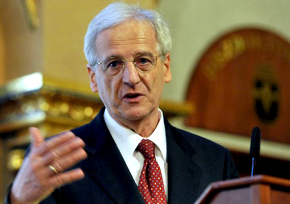 A szintén volt köztársasági elnök, Sólyom László 2005 és 2010 között töltötte be a posztot, 1827 napon keresztül.