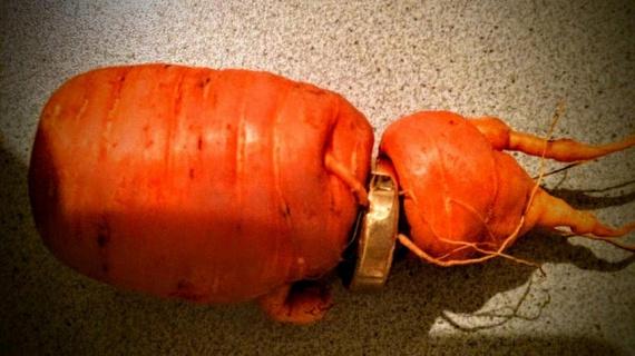 Otto Theer egy betakarított sárgarépán találta meg a jegygyűrűjét, amit három évvel ezelőtt veszített el kertészkedés közben.