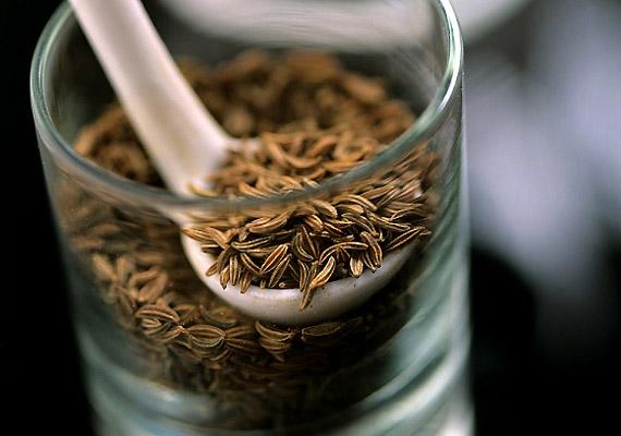 A teák közül kifejezetten ajánljuk a köménymagost, mert serkenti az emésztést, és remek szélhajtó is.