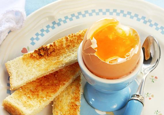 A lágy tojás nem terheli le a gyomrot, mégis jóllakat, pirítóssal különösen jó kombót alkot.