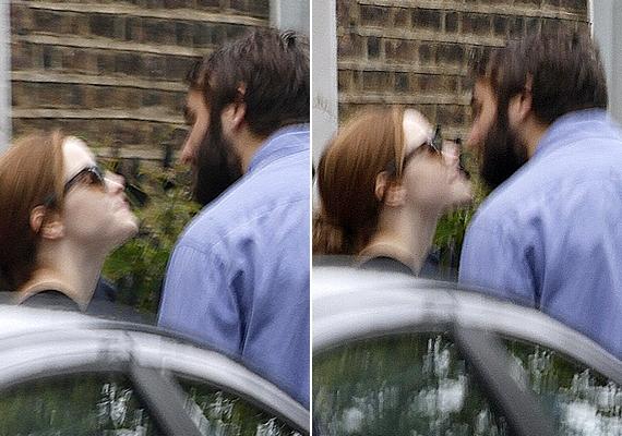 Emma és Matt meghitt pillanatát London utcáin sikerült lefotózni múlt szombaton.