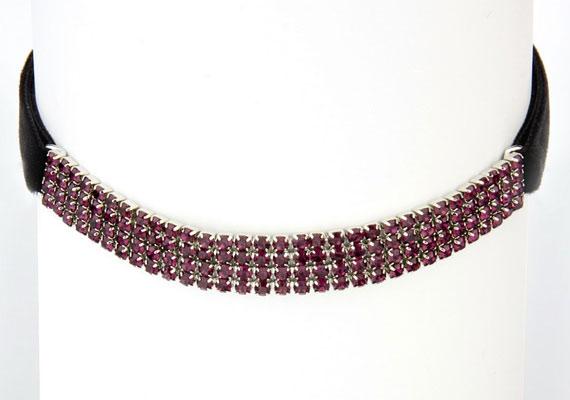 Lila kövekkel díszített nyakpánt a Noir Bizsu Webáruházból, 3980 forint.