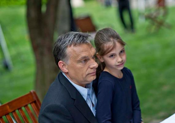 A miniszterelnök, Orbán Viktor költötte magasan a legtöbbet utazásra az év első felében. A kormányfő 38 napot töltött távol, ami összesen 128 millió 664 ezer 106 forintot vitt el.