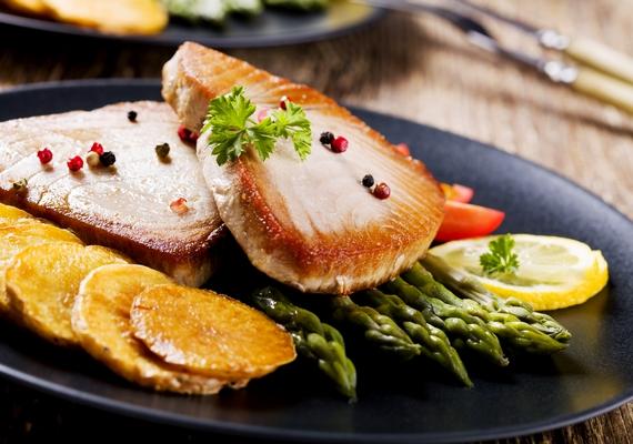 A magazinokban, plakátokon vagy étlapokon látható ételfotókat nem véletlenszerű kompozíciókban készítik el. A finomságokat ételstylist rendezi olyan formába, hogy a lehető leglátványosabb, legétvágygerjesztőbb és legérzékletesebb legyen a kép.