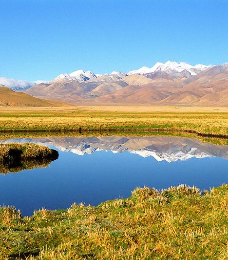 A fennsík, melyen Tibet is található, átlagosan 4900 méteres tengerszint feletti magasságával a Föld legmagasabban fekvő sík területe. A Közép-Ázsiai-fennsíkot emiatt az utóbbi évtizedekben a világ tetejeként emlegetik.Kapcsolódó cikk:3 időtlen, lélegzetelállító táj a Földön »