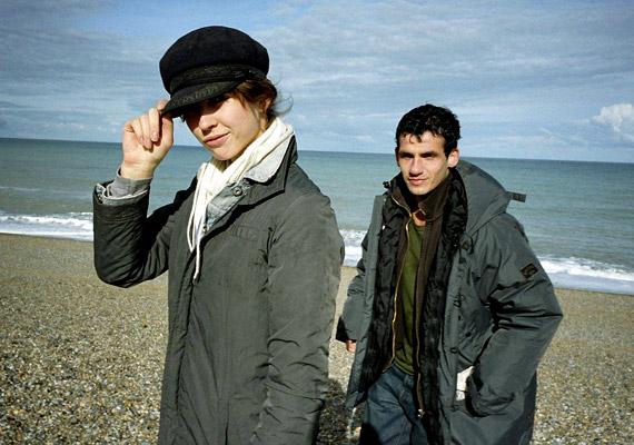 A 9 dal című 2004-es film elsősorban 18 éven felülieknek ajánlott. Az explicit szexjelenetek miatt botrányfilmnek kikiáltott alkotás Michael Winterbottomnak elismerést hozott 2004-ben Cannes-ban.