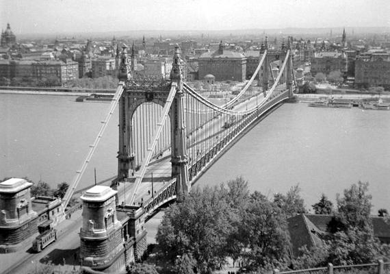 Így nézett ki a híd két évvel a robbantás előtt, 1943-ban.