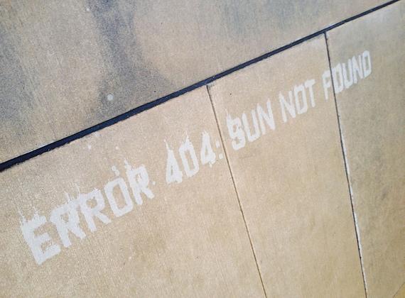 """Peregrine Church az emberek esőhöz való általános hozzáállásán akar változtatni a megmosolyogtató képekkel, feliratokkal, mint a """"404-es hiba: a Nap nem található""""."""