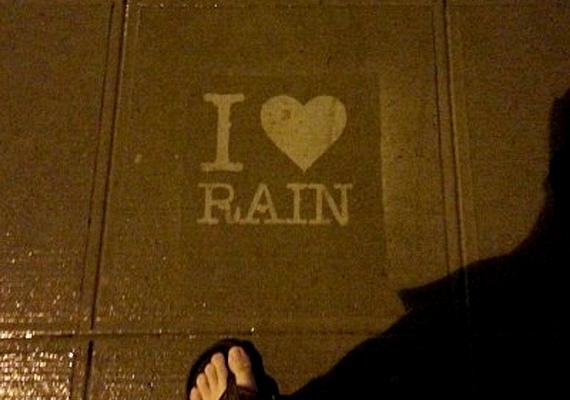 Saját bevallása szerint ő tényleg szereti az esőt, és reméli, hogy rajzai másokkal is megkedveltetik majd a sokak által utált időjárást.
