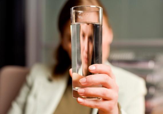 Ne töltsd színültig a poharat, legfeljebb a háromnegyedéig!