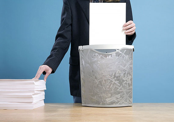 Az adóbevallásodat hivatalosan öt évig meg kell őrizned, ezután azonban semmiképpen se dobd a kukába - legalábbis ne egészben, illetve összeállítható darabokban.