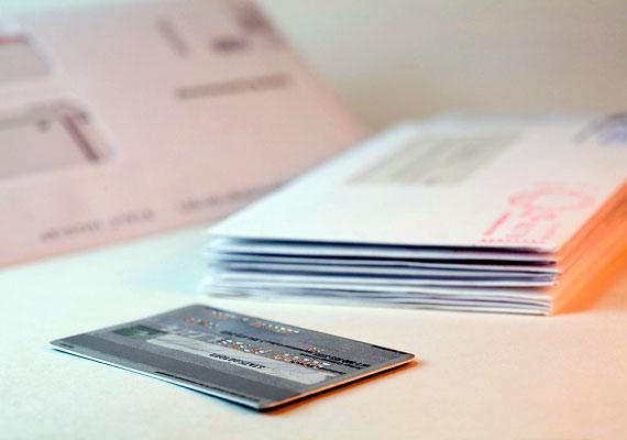 Sok bank küld kéretlenül is ajánlatokat: ezeket ne őrizd meg, mert akár egy, a házba bejáratos ismerős is eltulajdoníthatja őket, és visszaélhet az adataiddal.