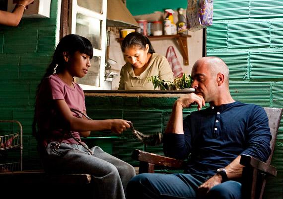 Ismeretlen föld című spanyol-francia-mexikói filmdráma főhősei egy Kolombusz filmet forgatnak Dél-Amerikában.