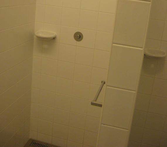 A zuhanyzók is felújítottak.
