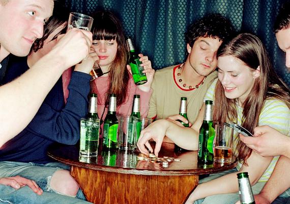 Akármilyen jól sikerült a buli, a durva vagy kompromittáló fotókat tartsd meg magadnak! Az partin jelen lévőkön kívül senkinek nincs köze hozzájuk.