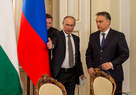 """A magyar kormány állításával szemben nem tájékoztatták előzetesen Brüsszelt az orosz hitelszerződésről. Ez az Energiaklub adatigényléséből derült ki, és a vs.hu írta meg. Kovács Pál energiaügyekért felelős államtitkár a paksi bővítésről történt megegyezés után egy konferencián még azt mondta, """"az unióval mindent egyeztettünk, és a jövőben is így fogunk tenni""""."""