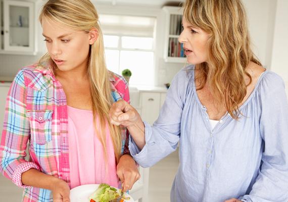 Fontos a szülőkkel való jó kapcsolat, de ha az apukád vagy anyukád túlságosan védelmez, az elijesztheti a srácokat.