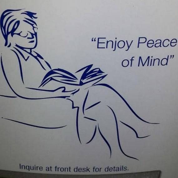 A pihenőszobát jelző tábla valójában egy olvasó embert ábrázol, de az internetezők nagy része elsőre egy férfit lát, ölében egy nő fejével. A kommentelők szerint nem kizárt, hogy a rajzon szándékosan rejtették el az illetlen illúziót.