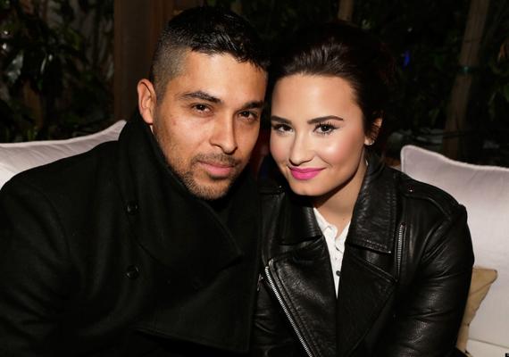 Amikor Wilmer Valderrama Twitter-oldalát feltörték, minden rosszidulat Demi Lovatón csapódott le. A hacker nem csupán olyan képeket posztolt Wilmer nevében, amin éppen az énekesnővel csókolózik, de kövérnek is nevezte Demit.