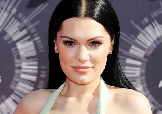 Jessie J hivatalos oldalán olyan bejegyzések láttak napvilágot, amelyekben az énekesnő pályatársát, Lady Gagát kritizálta. Mielőtt azonban bármi történt volna, Jessie a Twitteren tisztázta, hogy nem ő áll a dolog hátterében, hanem a hackerek, illetve azt is megírta rajongóinak, hogy már jogi útra terelte az esetet.