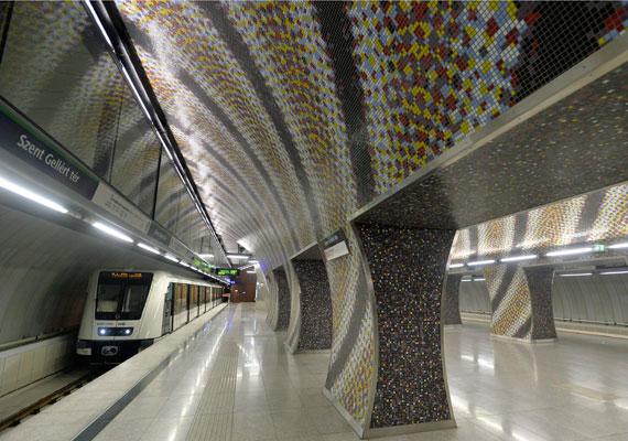 A tavasszal átadott 4-es metró egyes megállói egészen futurisztikusra sikerültek. Bár a metró hatékonyságát sokan vitatják, azt nem lehet megkérdőjelezni, hogy minden egyes megállója egy külön látványosság. Ráadásul a megállók környékén is sok minden megújult, ami némely területekre már igencsak ráfért.