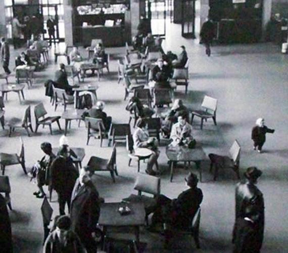 Ferihegyi váróterem utasokkal tele, 1969 áprilisában.