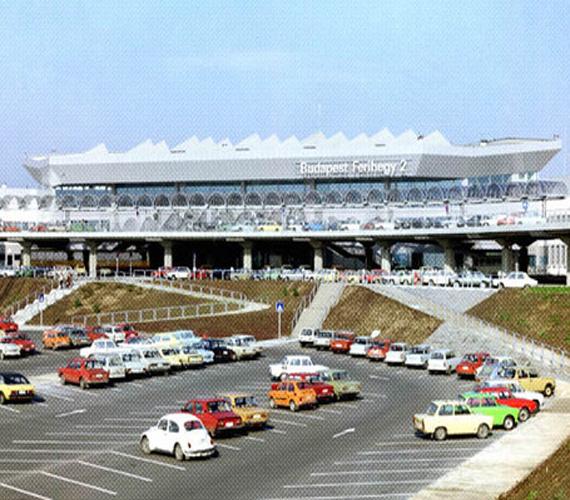 1985-től fogadta az utasokat a 2-es terminál, ahol a Malév, később a Lufthansa, az Air France és a Swissair járatai közlekedtek.