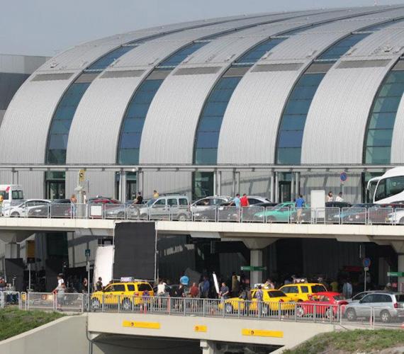 Forgatás a repülőtéren. Ferihegy 1-es Terminálja 2012 májusában bezárja a kapuit a Malév-csőd miatt. 2017-ben vizsgálják tovább az újranyitás lehetőségét.