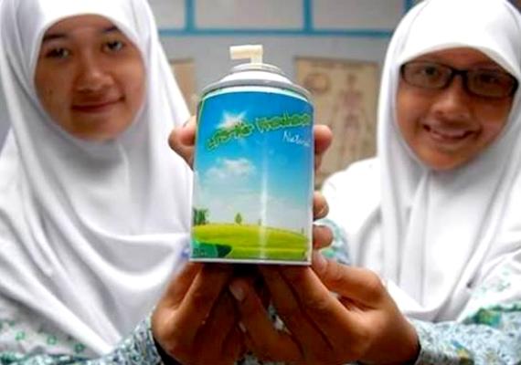 Ultra környezetvédő légfrissítőt talált fel két középiskolás lány, akik tehénürüléket használtak a gyártás során. A készítmény a friss fű illatát idézi, és semmilyen egészségre ártalmas anyagot nem tartalmaz.