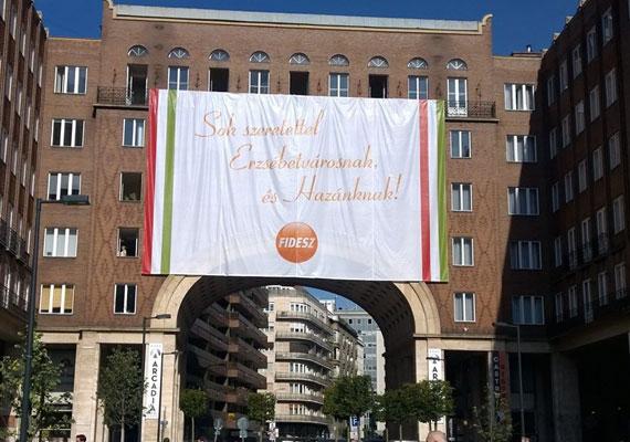 Molinó a Madách téren. A Fidesz ezzel és egy kórussal kampányolt Erzsébetvárosért.