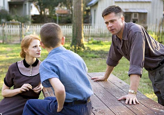 Az élet fája című dráma főszerepében Brad Pitt-et és Sean Pennt láthatod. A hazai mozik december 15-étől vetítik.