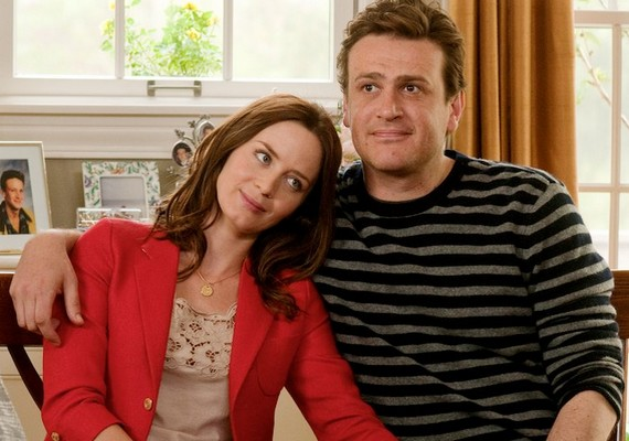 Úgy tűnik, minden az ellen dolgozik, hogy Emily Blunt összeházasodjon a vőlegényével. Az Ötéves jegyességből végül lesz házasság, vagy nem bírja ki a kapcsolatuk?