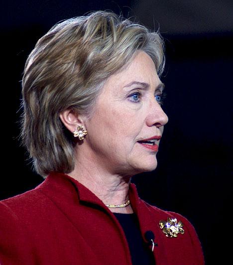 Hillary Clinton  Az Amerikai Egyesült Államok korábbi first lady-je, aki azóta elképesztő karriert futott be. Férje támogatásával indult az elnökválasztási kampányban, ám Obama felett nem tudott győzedelmeskedni, ellenben ő lett Amerika külügyminisztere.  Sokak szerint Clinton elnöklése alatt a főnök valójában ő volt, a döntéseket nem a férje, hanem ő hozta. Valahol tragikus, hogy végül soha nem lett elnök belőle.