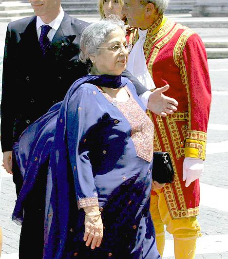 Gursharan Kaur  Az indiai miniszterelnök, Manmohan Singhfelesége, egyben 2004 óa India first lady-je. Monmohan Singh-el 1958-ban házasodtak össze, és három lány gyermekük született, egyikük a Delhi Egyetem történelem professzora, egyben hat könyv szerzője.
