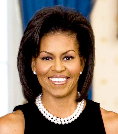 Michelle Obama  A first lady-k first lady-je, az Amerika Egyesült Államok elnökének, Barack Obamának a felesége, az első fekete bőrű first lady Amerikában.  Michelle Obama már most divatikon, öltözködési stílusát amerikaiak százezrei utánozzák.