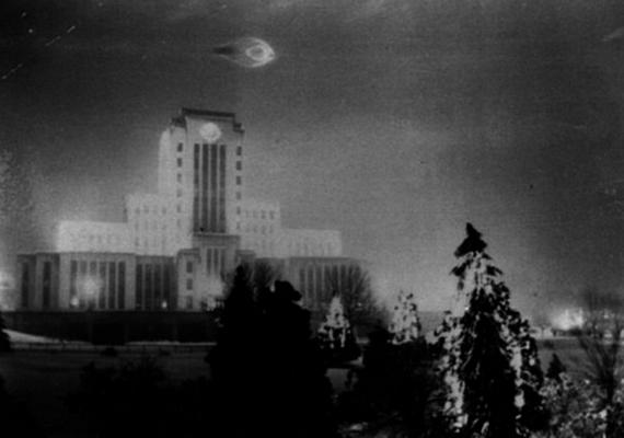 Leonard Lamoreux katona 21 éves volt, amikor a képet készítette Vancouverben, 1937-ben. A szakértői vélemény nem nyilvános, de a fotó nem igazán tűnik eredetinek.