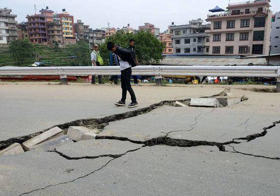 Az utak is sokfelé járhatatlanná váltak, de sok helyen a telefonvonalak is némák. Sok helyen áram és víz sincs.