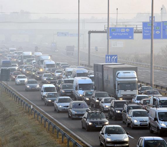 A tiltakozó akcióban összesen mintegy 130 autó vett részt péntek délelőtt Budapesten és a főváros környékén.